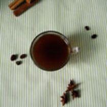 Кава з бадьяном, корицею і каффір лаймом